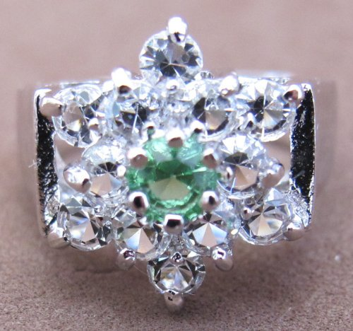 (Ladies SIZE 7 COCKTAIL Style RING w Silver Tone PLATED BAND & Faux PERIDOT Center Stone & 12 CUBIC ZIRCONIA Accent Stones in STAR Shape Cluster (Peridot is August Birthstone))