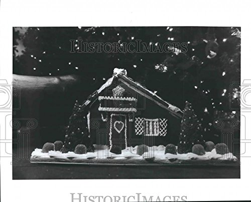 Historic Images 1991 Press Photo Gingerbread House Underneath Christmas Tree at Adams Mark Hotel - 8 x 10 in