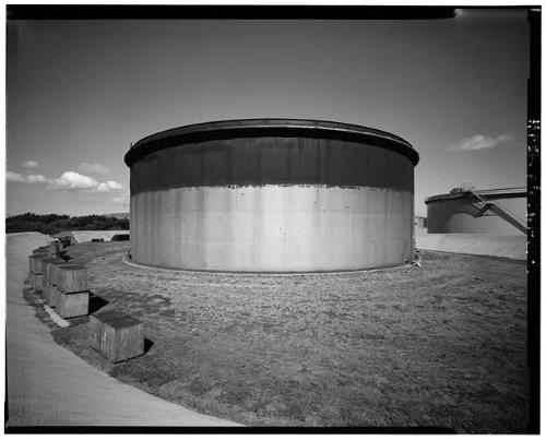 (Photo: U.S. Naval Base,Pearl Harbor,Jet Engine Fuel Storage Tank,Lehua Avenue,Hawaii,4 )
