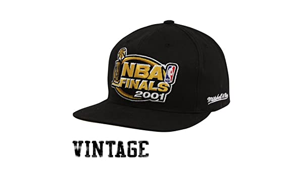 san francisco c58b5 62244 Amazon.com   Mitchell   Ness Los Angeles Lakers Black 2001 NBA Finals  Vintage Snapback Adjustable Hat   Sports Fan Baseball Caps   Sports    Outdoors