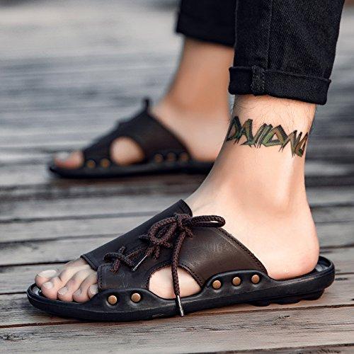 ZHNAGJIA der Sommer Neue Hausschuhe Männer Wort Ziehen Koreanische Koreanische Koreanische Version von Cool Persönlichkeit Ziehen Outdoor Beach Sandalen, 43, Braun f52be6