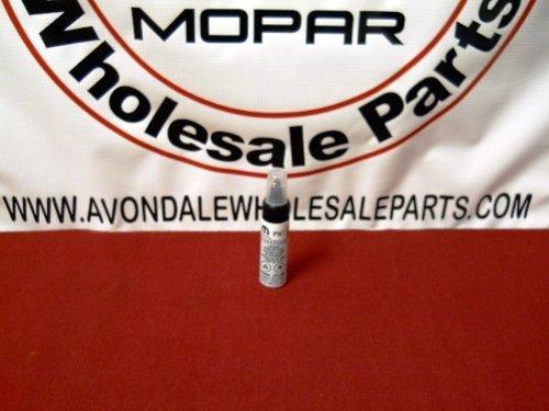 Chrysler / Dodge / Jeep BRIGHT WHITE C/C Touch Up Paint (PW7) 9598 Mopar OEM ()