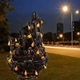 Une guirlande lumineuse à piles avec lampions en forme de citrouilles
