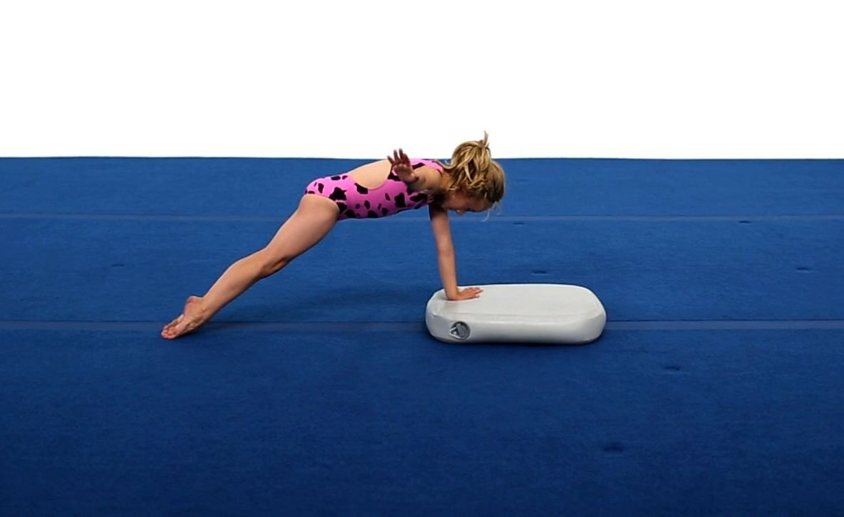 amazon com block with pump 18in x 24in x 4in gymnastics