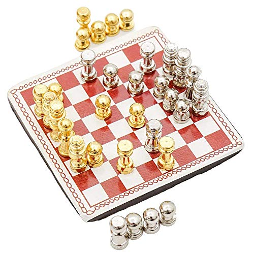Odoria 1:12 Miniature Metal Chess Set 32 Chesses and Chessboard Dollhouse Decoration Accessories]()
