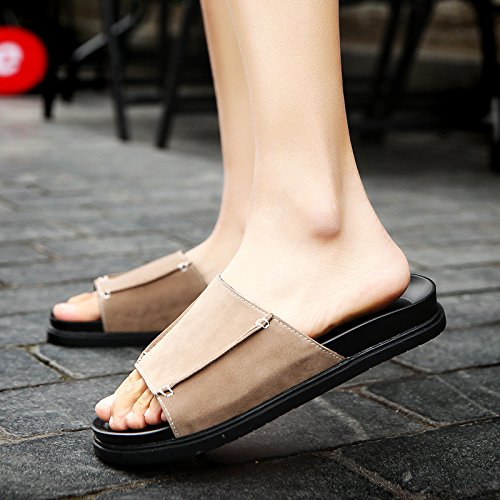 Nuovi grandi pantofole studenti scivolano i set di spessore inferiori dei piedi modella i nuovi pattini freddi di svago del maschio. Brown .UK = 9.5.UR = 44