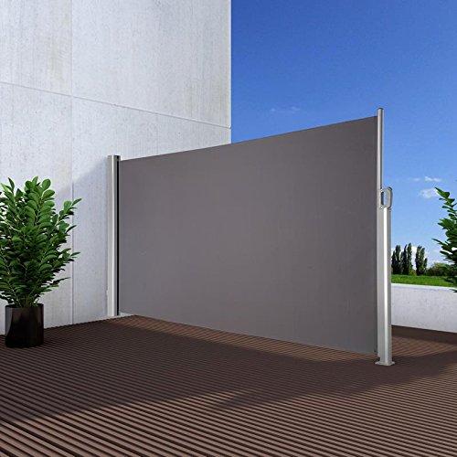 Eine Seitenmarkise kann Sie nicht nur vor Sonne, sondern auch vor Wind oder den Blicken der Nachbarn schützen.