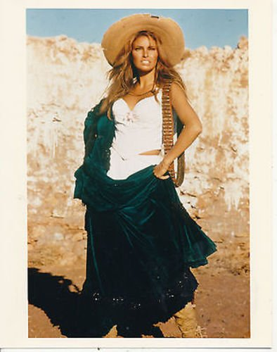 RAQUEL WELCH/100 RIFLES/8X10 COPY PHOTO BB9750