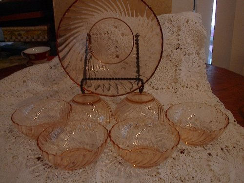 Vintage Set of Arcoroc Rosaline Pink Depression Glass, 1 Large Bowl and 6 Small Bowls Pink Swirl Salad/dessert Bowls Made in ()