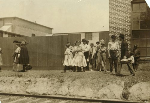 1911 child labor photo Noon hour at Priscilla Knitting Mills, Meridian, Miss. e6