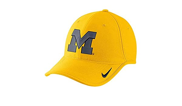 Amazon.com   NIKE Michigan Wolverines Heritage 86 Vapor Performance  Adjustable Hat - Yellow   Sports   Outdoors e4e0c51b6216