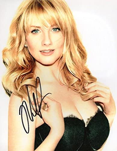 Photo Melissa Rauch Signed Autographed 8 x 10