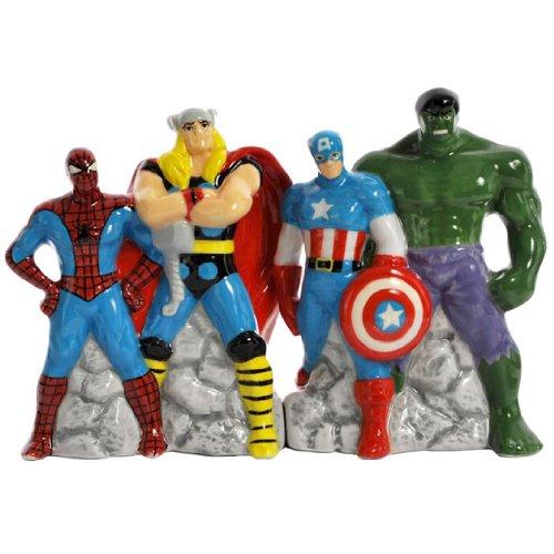 Westland Giftware Magnetic Ceramic Salt and Pepper Shaker Set, 4-Inch, Marvel Superheroes, Set of 2 (Giftapolis Platter)