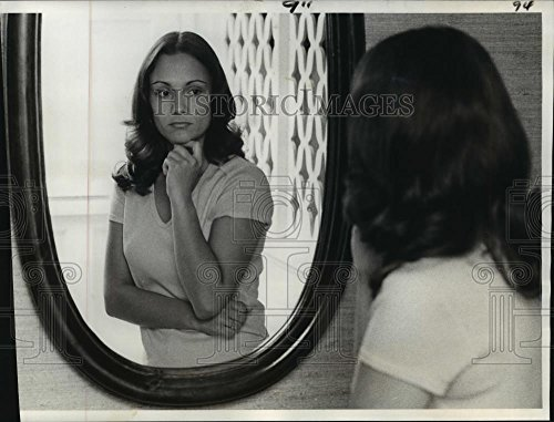 (Vintage Photos Historic Images 1978 Press Photo Rebecca Bright Looking at Herself Through a Mirror in her Home - 8.25 x 10.75 in)