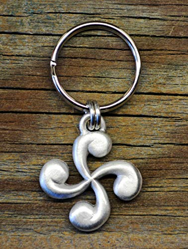 (Lauburu Keychain | Basque Cross | Basque Jewelry | Basque Key Ring | Fine Pewter)