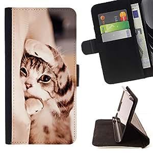 Momo Phone Case / Flip Funda de Cuero Case Cover - Gatito de pelo corto Manx Sleepy Cat Paw; - Samsung Galaxy J3 GSM-J300