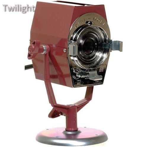 230v Mini (Mole-Richardson Mini-Mole Fresnel Tungsten Light (120-230VAC))