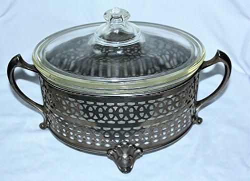 (Vintage PYREX Glass Oval 1 Quart Covered Casserole w/ Metal Holder)
