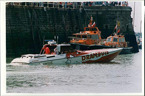 Vintage photo of speedboat drambuie