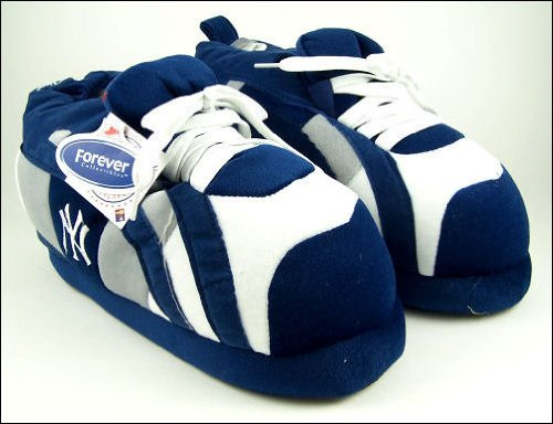 8cce32aae4e5 Amazon.com   New York Yankees Sneaker Slippers-Men s Blue SML   Sports Fan  Slippers   Sports   Outdoors