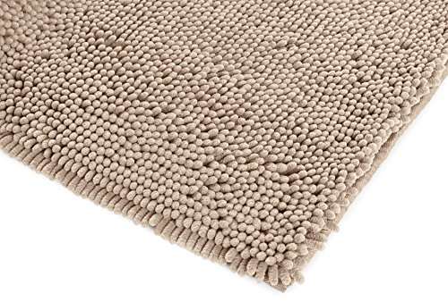 "AmazonBasics Non-Slip Microfiber Shag Bathroom Rug Mat, 21"" x 34"", Beige - Microfiber shag bath rug in Beige provides a comfortably plush place to stand and helps keep floors dry Absorbent, plush tufts across the entire surface soak up water fast; dries quickly for supreme comfort from one use to the next Non-slip backing keeps the rug securely in place, even when wet, for added safety - bathroom-linens, bathroom, bath-mats - 51BkEiHWKRL -"