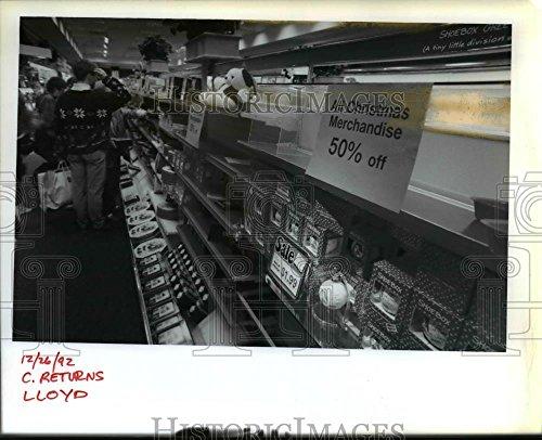 1992 Press Photo Christmas Shopping Oregon At Hallmark In Lloyd - Oregon Lloyd Center