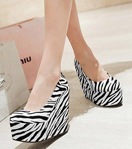 Idifu Vrouwen Unieke Gedrukte Super Hoge Hakken Wiggen Platform Slip Op Pompen Witte Zebra