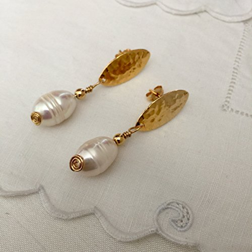 Hammered Bronze and Pearls Drop Earrings. 24 Kt Gold plated handmade earrings by D'Mundo Accesorios. Genuine 16 mm freshwater pearls earrings. (Pearl Earrings Bronze)