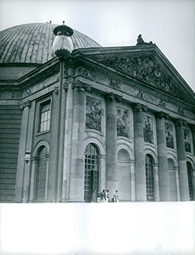 - Vintage photo of People standing beside the palace. Berlin