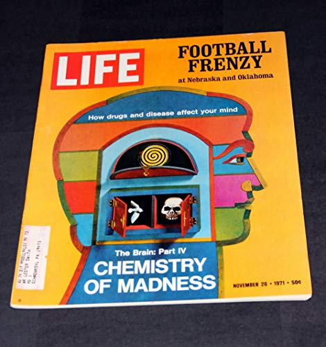 - LIFE MAGAZINE NOVEMBER 26 TH 1971 FOOTBALL FRENZY AT NEBRASKA & OKLAHOMA