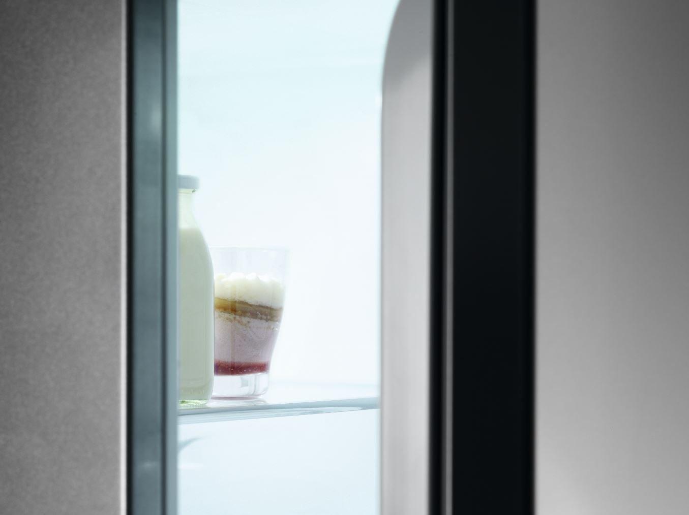Aeg Kühlschrank Festtür Montage : Aeg sfe88831af sparsamer einbaukühlschrank mit 4 sterne gefrierfach