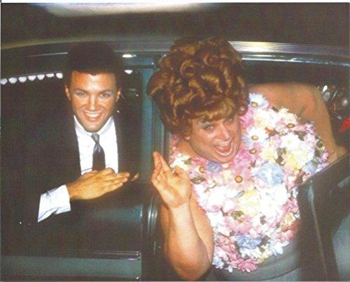 Divine Harris Glen Milstead all in flowers - 8 x 10 Movie Photo 004