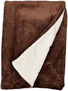 Bedsure Fuzzy Textured Reversible Sherpa Warm Blanket from Bedshe
