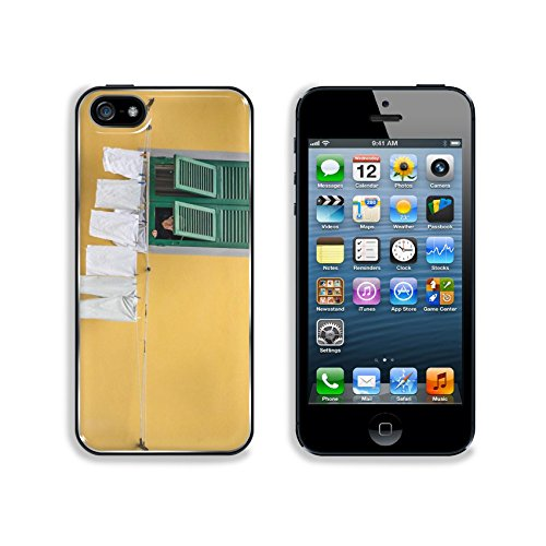 msd-premium-apple-iphone-5-iphone-5s-aluminum-backplate-bumper-snap-case-free-photo-italy-woman-pers