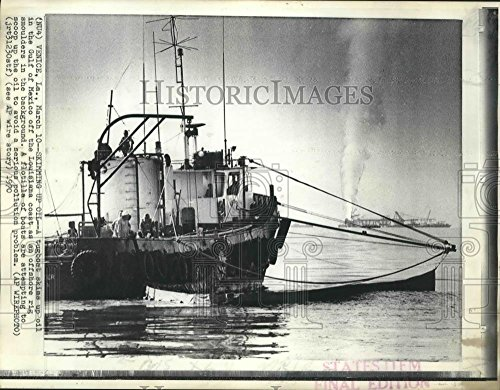 - Vintage Photos 1970 Press Photo A Tugboat skims Oil Off The Waters The Gulf Mexico. - 8 x 10.25 in. - Historic Images