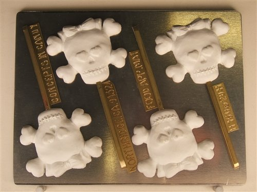 Skull With Bow, Bones, And Heart Shaped Eyes H160 Halloween Chocolate Candy (Eye Heart Halloween)