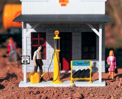 PIKO G SCALE MODEL TRAIN BUILDINGS - SHELL GAS PUMP & ACCESSORIES - 62284