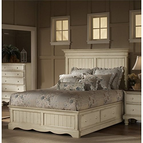 Wilshire Antique Pine Finish (Panel Bed in Antique White Finish (Queen))