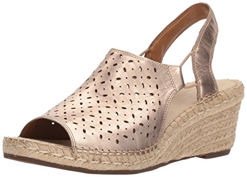 CLARKS Women's Petrina Gail Platform, Gold/Metallic Leather, 7 Medium US ()