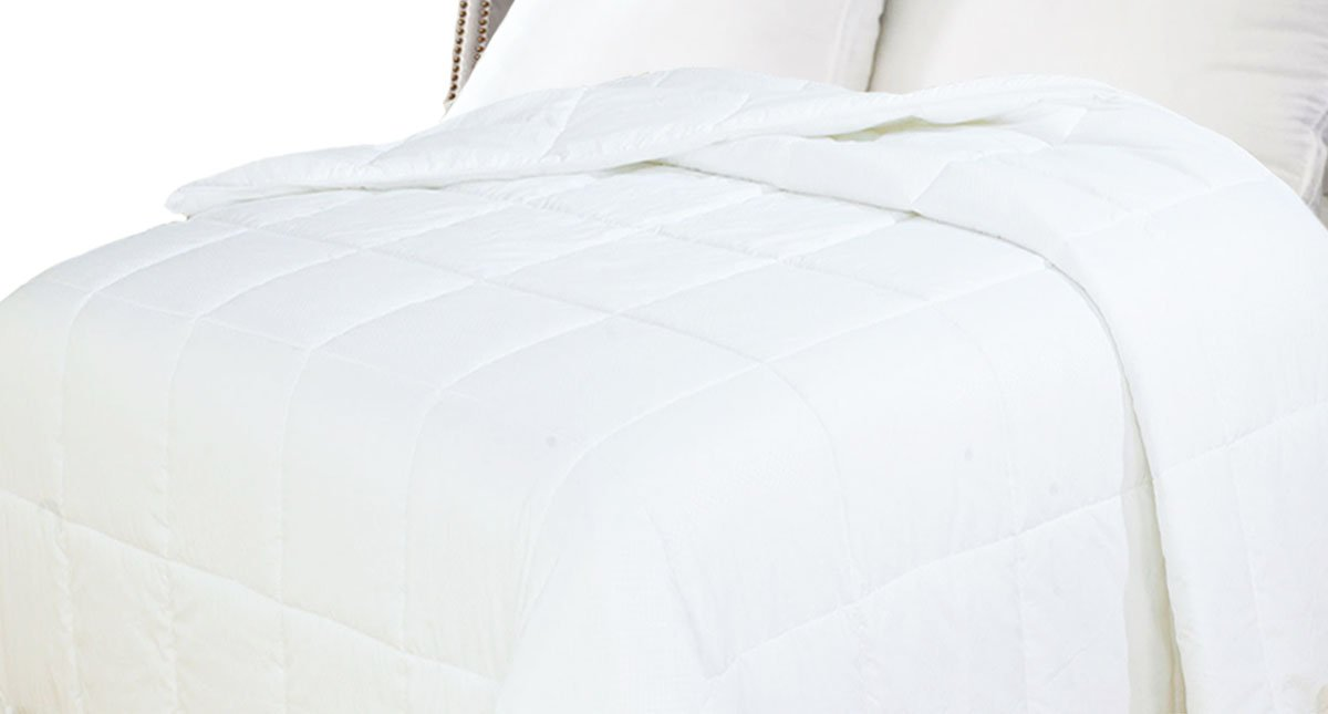 Natural Comfort White Down Alternative Comforter with Embossed Microfiber Shell, Light Weight Filled, Twin Natural Comfort Int. DIP150-T