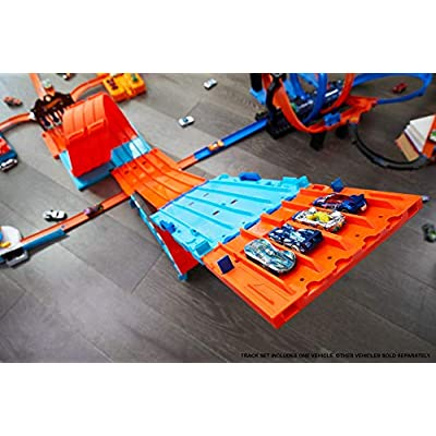 Hot Wheels Race Crate with 3 Stunts in 1 Set Portable Easy Storage Ages 6 to 10: Toys & Games