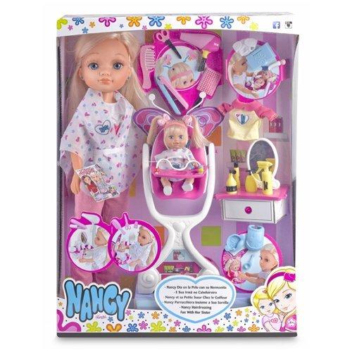 Nancy Día en la pelu con su hermanita, muñeca y accesorios (Famosa 700012940)
