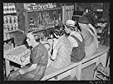 1940 Photo Country people getting a little lunch at crossroad store near Cent...