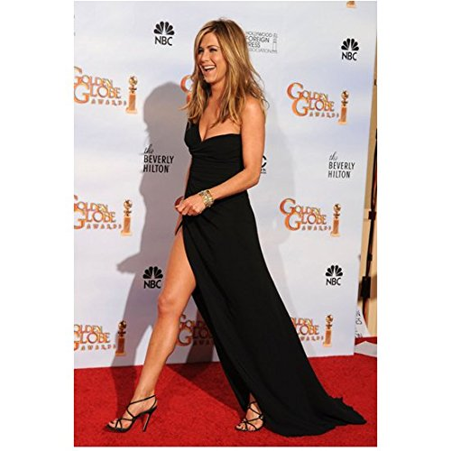 Jennifer Aniston 8 Inch x 10 Inch Photo Friends We're the Millers Office Space Long Black One Shoulder Dress on Red Carpet Pose 1 kn (Jennifer Aniston We Re The Millers Friends)