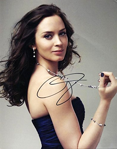 Emily Blunt - Signed 11x14 inch photograph with COA & PROOF - Store London In Prada