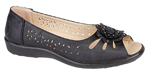 686b9a067543 Womens Ladies Peep Toe or Closed Toe Sandal Flower Summer Cut Out Shoe Size  3 4 5 6 7 8 Red Beige Black White Navy Pewter  Amazon.co.uk  Shoes   Bags