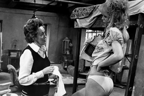 Eileen Heckart and Goldie Hawn in Butterflies Are Free in sexy brief panties with bare midriff 11x17 Mini Poster ()