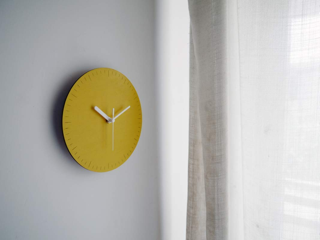7,5 Small wooden quiet wall clock with second hand for bedroom in many colors as banana yellow No ticking wood modern design round tiny silent office clocks Little home decor no frame frameless
