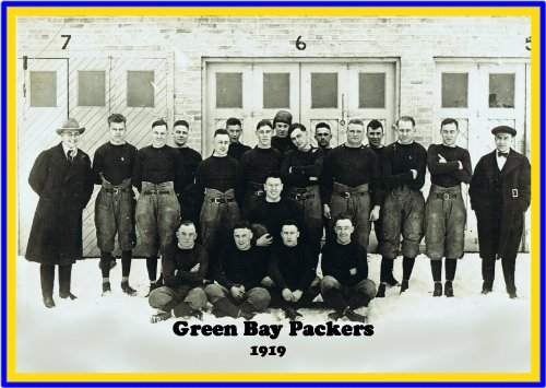 Green Bay Packers Poster Team Photo 1919 Founding year Vintage NFL Football (Nfl Team Photo)