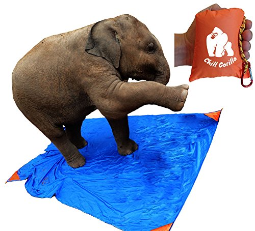 "Price comparison product image CHILL GORILLA SAND PROOF POCKET BLANKET 78"" x 56"". Ideal for Beach, Travel, Hiking, Camping, Festivals. Compact, Lightweight, Water Resistant. Corner Pockets, Loops. FREE Carabiner. Eno Accessory"
